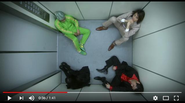 悪夢のエレベーターのシーン1
